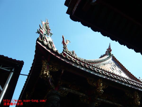 龍山寺本殿屋根の龍と鳳凰