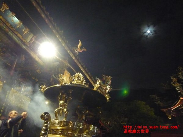 龍山寺の天公炉